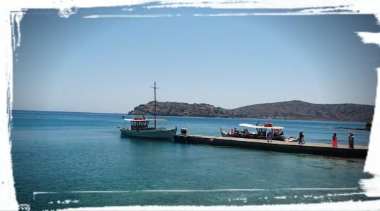 Blick auf Bootssteg und Spinalonga
