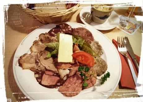Wurstplatte, Hotel-Restaurant