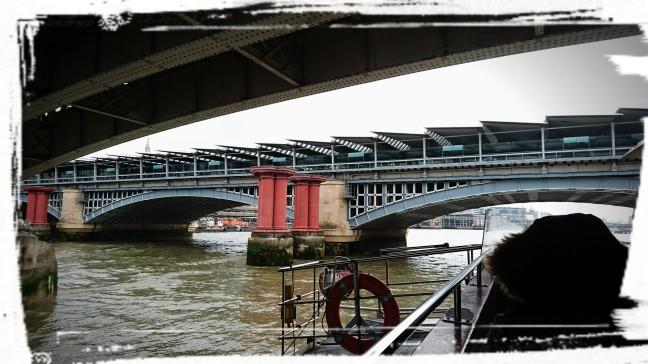 Unter der Tower-Bridge