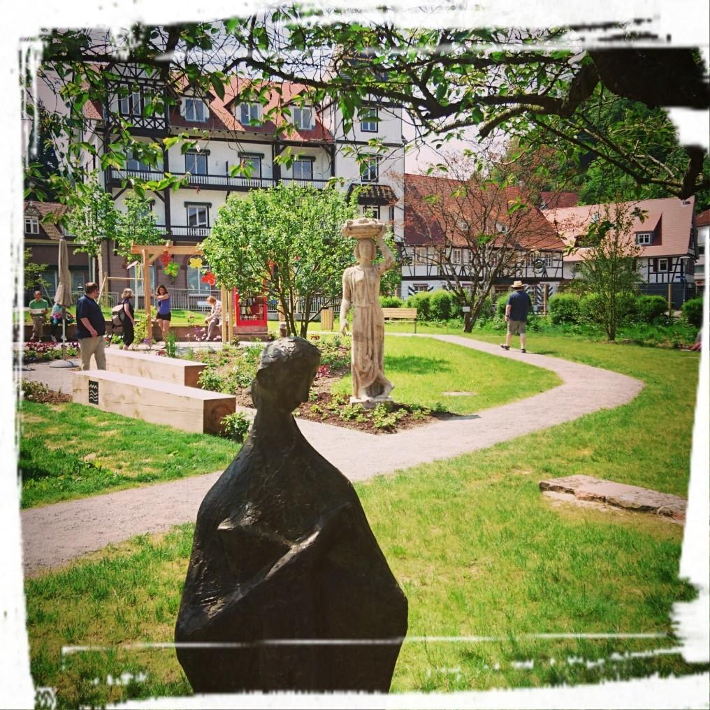 Noch mehr Grün und weitere Skulpturen...