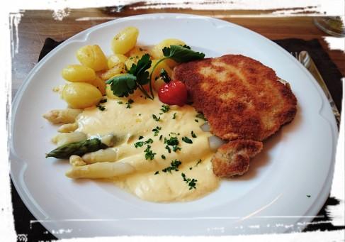 """Spargel und Schnitzel im Restaurant """"Zur alten Post"""""""