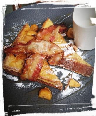 French Toast mit Speck, Banane & Walnuss