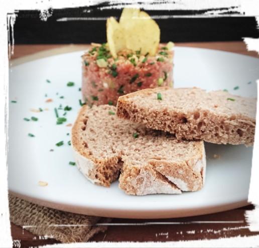 Tatar mit Brot